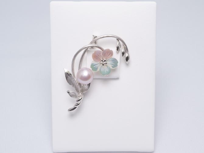 10224035-花シェルブローチ